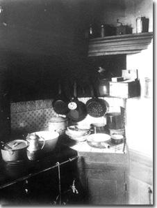 Intérieur avenue Montaigne la cuisine, 1910