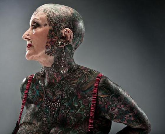 Isobel Varley tatuada