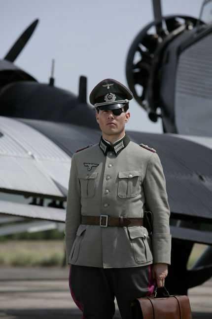 Tom Cruise interpretando a Klaus Shenk Von Stauffenberg