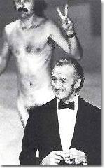 David Niven sorprendido en la gala de los Oscar