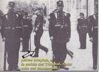 Dreyfus, a la salida del Tribunal donde fue condenado