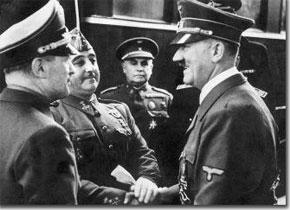 Hitler y Franco se saludan en el andén
