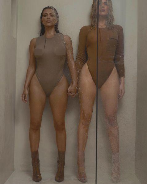 khloe-y-kim-kardashian-posan-de-forma-sugerente