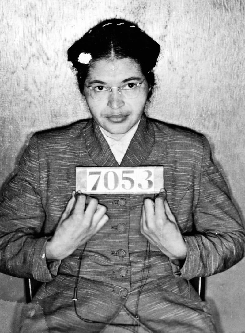La foto policial de Rosa Parks en 1955 después de negarse a ceder su asiento en un autobús público a un pasajero blanco.