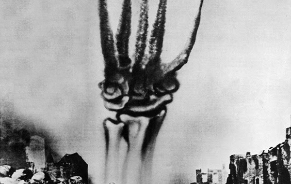 Dada. Fotomontaje de John Heartfield. Primera Guerra Mundial