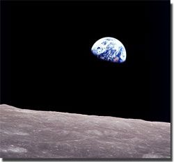 amanecer desde la luna en la tierra