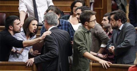 Enfrentamiento entre Ciudadanos y Podemos en el Parlamento Imagen 20minutos