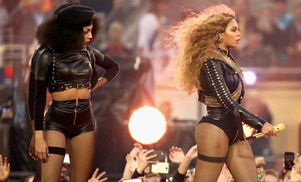 Beyonce rinde tributo Panteras Negras en la SuperBowl