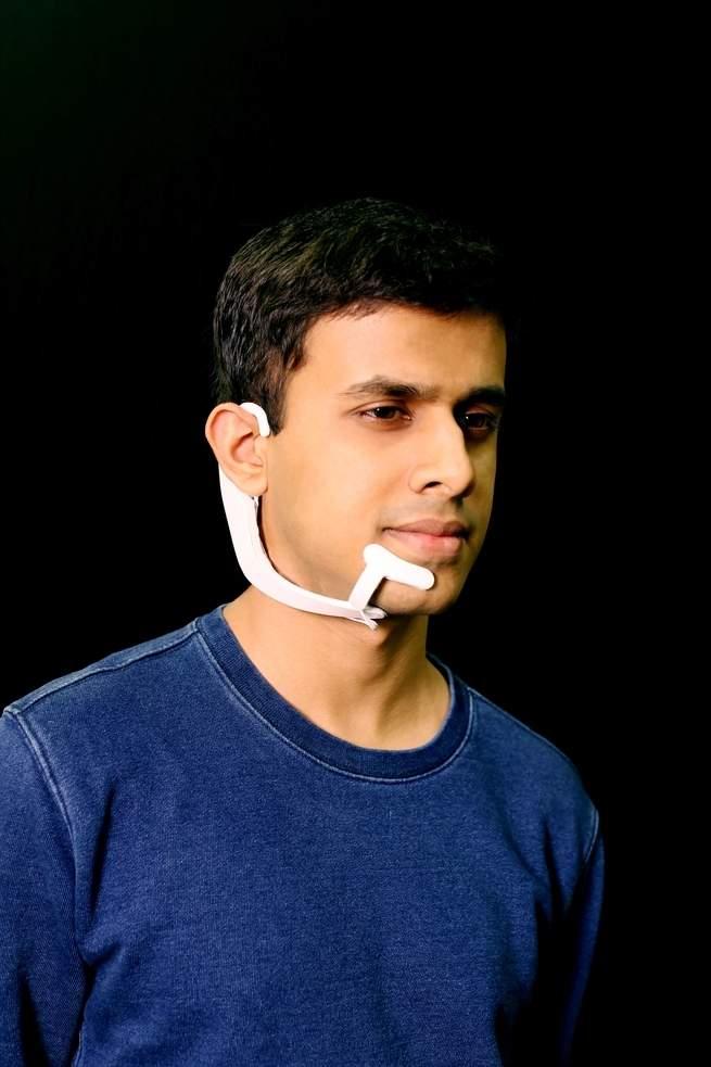 AlterEgo, el dispositivo del MIT que lee tu pensamiento