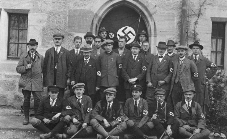 Delegación del NSDAP en el Día de Alemania, organizado en Coburg por el Deutschvolkisches Schutz- und Trutzbund. Octubre de 1922.