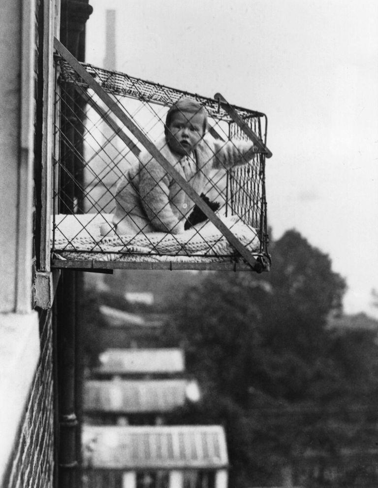 Cuando se pusieron de moda las jaulas para bebés
