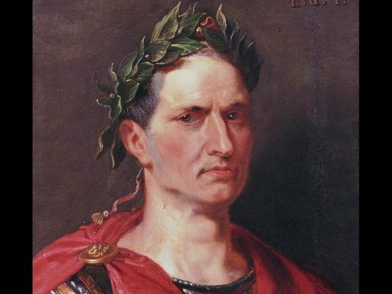 Julio César coronado con laurel