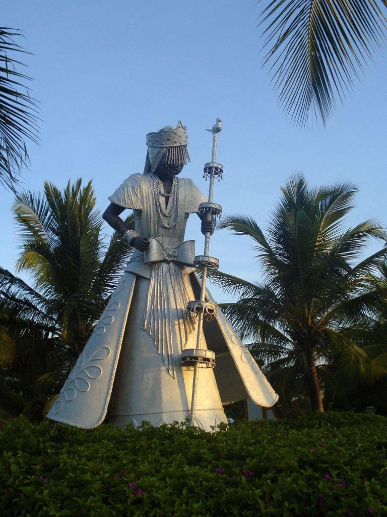 Estatua de Oxalá en Costa do Sauípe, Bahía.