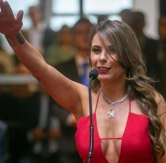 Ana Paula da Silva y su escote