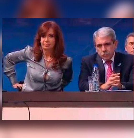 Cristina Elisabet Fernández de Kirchner muestra su escote