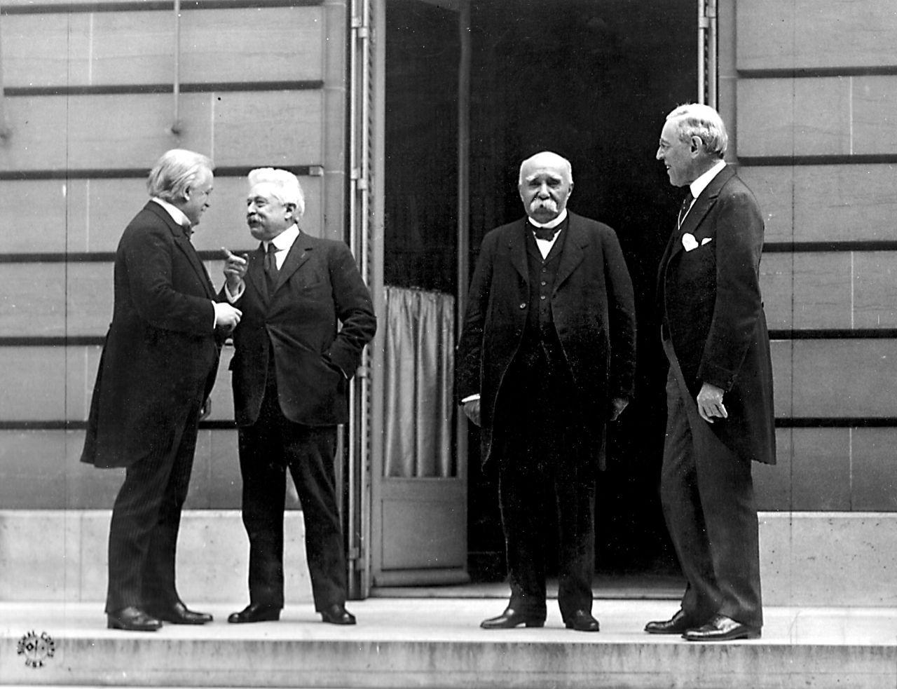 George, Orlando, Clemenceau y Wilson, el comité de los cuatro, en las negociaciones de Versalles. Primera Guerra Mundial